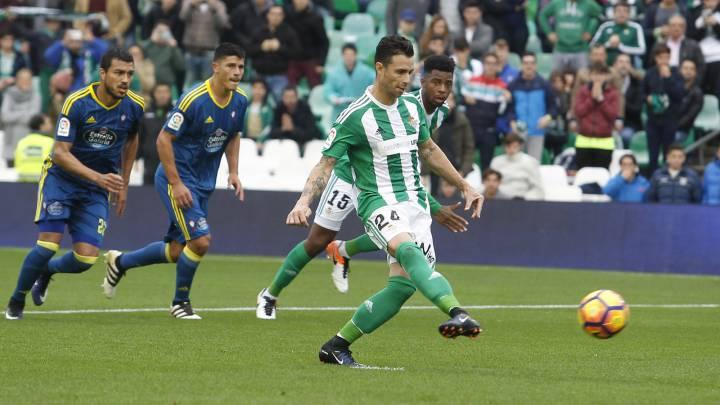 Rubén Castro durante el partido entre el Betis y el Celta