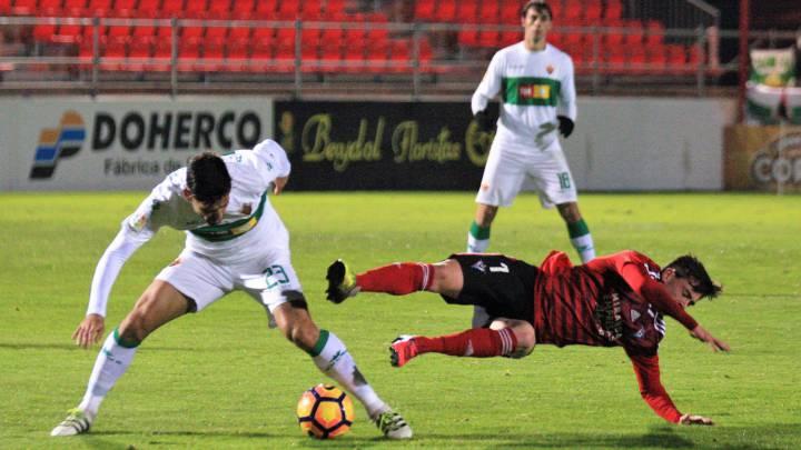 El Elche durante el partido contra el Mirandés.