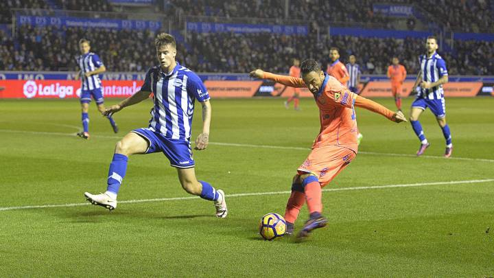 Momo durante el partido de Las Palmas ante el Alavés.