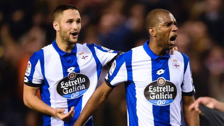 Ryan Babel celebra su gol con el Deportivo.