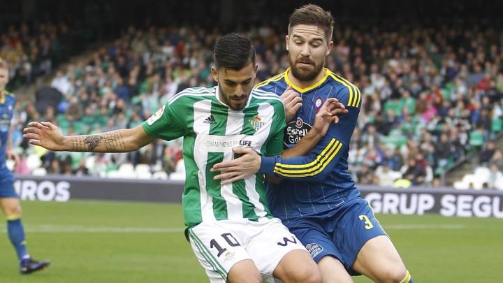 Dani Ceballos protege el balón ante Fontás.