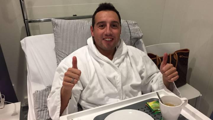 Santi Cazorla pasó por el quirófano para operarse el tendón plantar de su pie derecho.