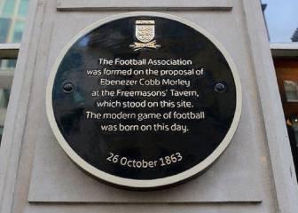 Se edita el primer reglamento (1863)
