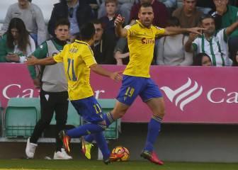 Ortuño destroza al Córdoba y el Cádiz entra en playoff