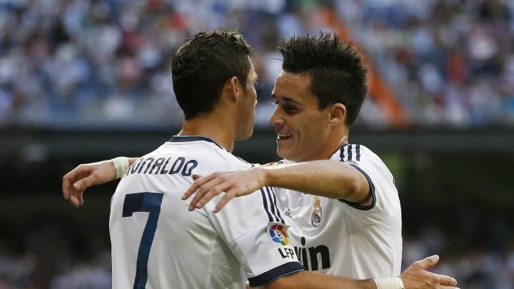 Cristiano Ronaldo y José Callejón, con la camiseta del Real Madrid.