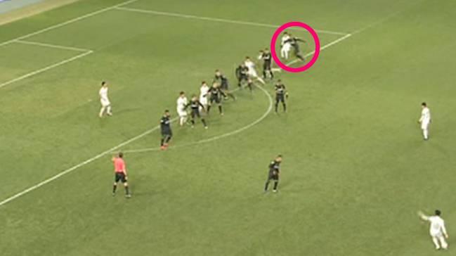 Video arbitraje inaudito en el primer penalti pitado for Offside en el futbol