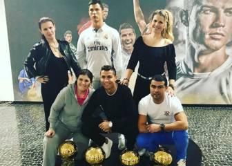 Cristiano y su familia presumen de Balones de Oro por Navidad