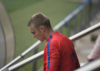 Barcelona's Cillessen out for three weeks with a calf injury