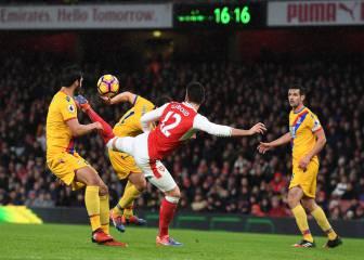 Giroud, de espuela, hace el que puede ser gol del año 2017