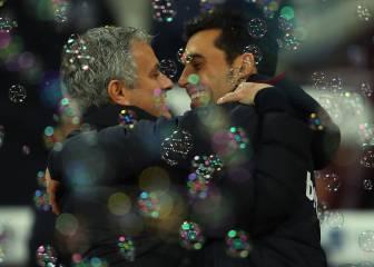 Efusivo abrazo entre Mourinho y Arbeloa en su reencuentro