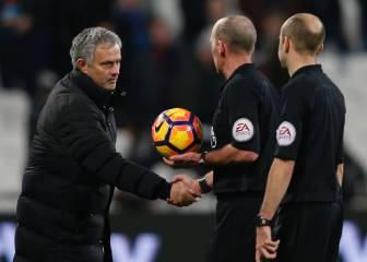 El United juega contra diez 75' y Mourinho raja de los árbitros