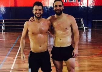 Higuaín retoca sus abdominales con Photoshop y le pillan