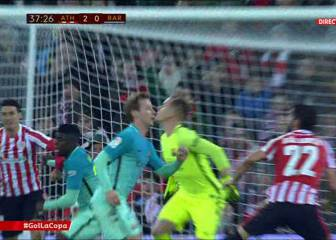 Aduriz lucky to avoid red card after apparent elbow on Umtiti