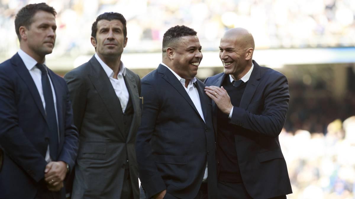 Michael Owen Luis Figo Ronaldo Nazario and Zinedine Zidane at the Bernabéu to honour Cristiano Ronaldo's fourth Balón de Oro
