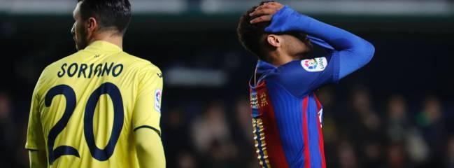 El delantero brasileño Neymar Jr. se lamenta durante el Villarreal 1-1 Barcelona, partido de LaLiga Santander disputado en el Estadio de la Cerámica.