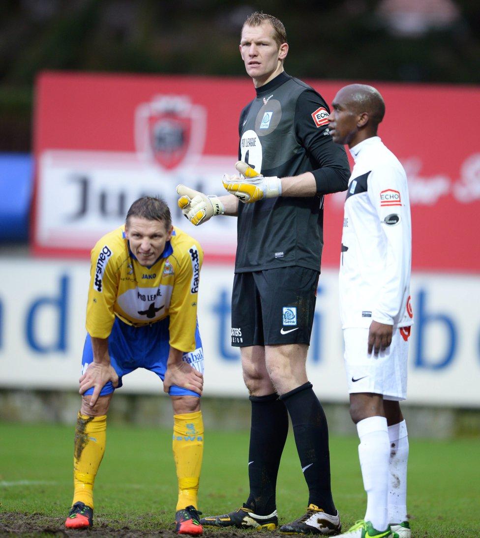 Portero del KVC Westerlo de la liga belga con una envergadura de 2,08 es considerado el portero más alto del mundo