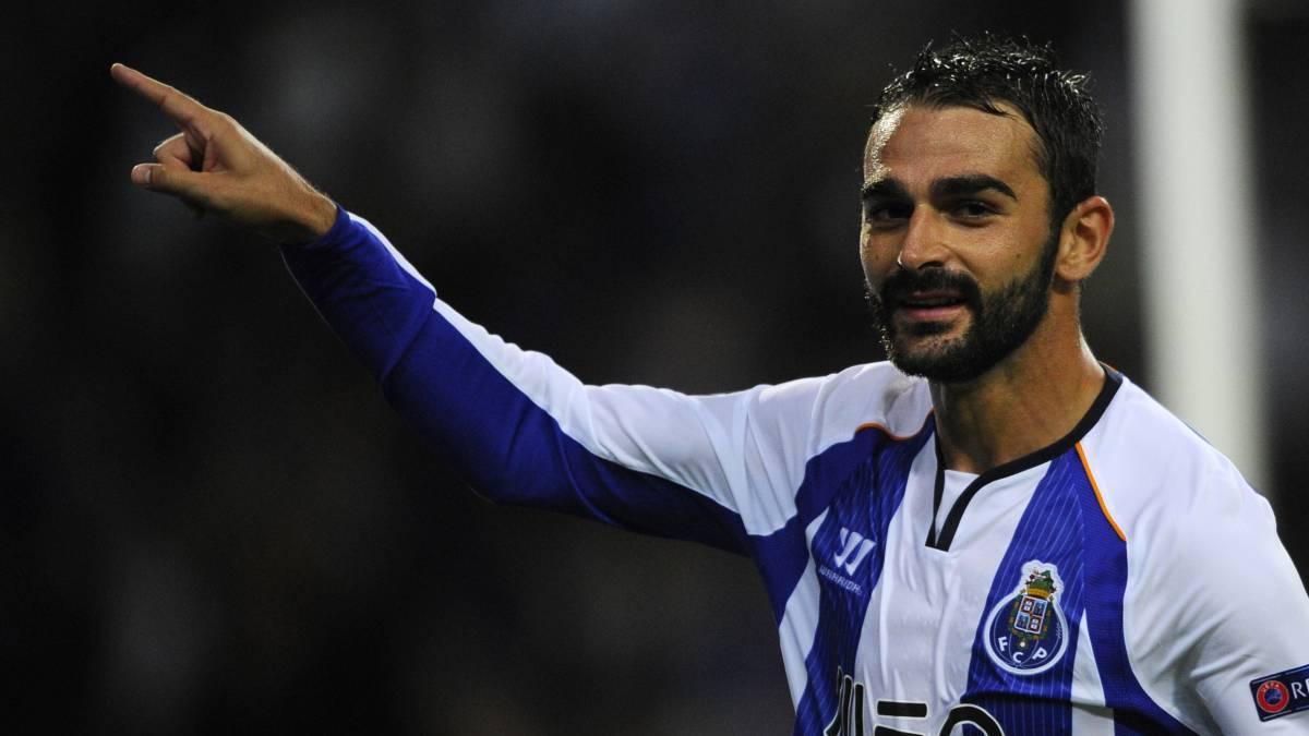 El Oporto se cansa y manda a Adrián a entrenar con el filial - AS México 49f7cae3dc515