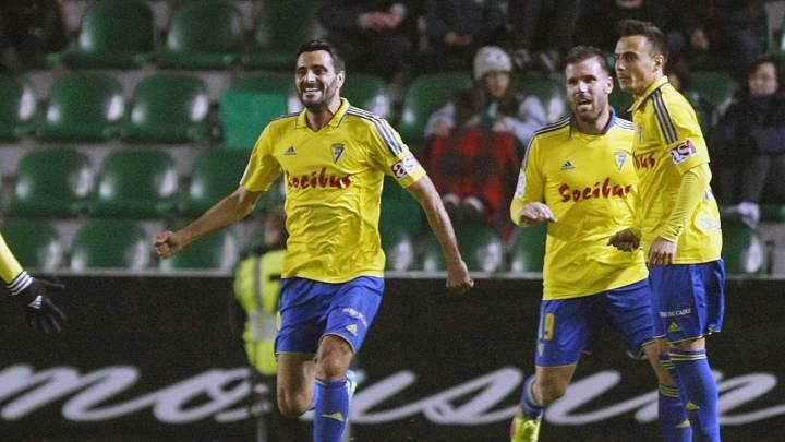 Horario, cómo y dónde por televisión y en Internet ver el Cádiz-Real Valladolid de la jornada 21 de LaLiga 1,2,3 que se disputará en el Carranza.