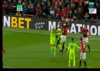 Ridículo penalti de Pogba que pone en ventaja al Liverpool