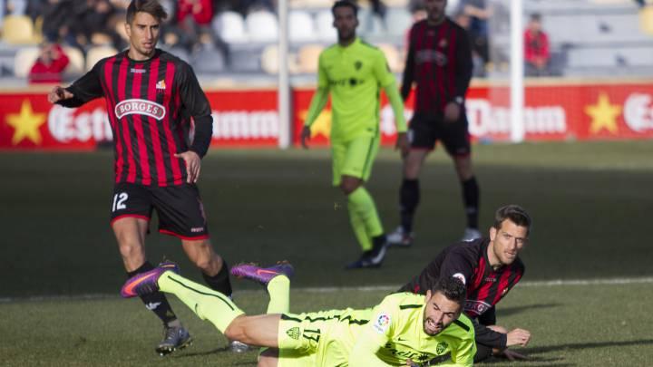 El Reus toma aire y hunde un poco más al Almería