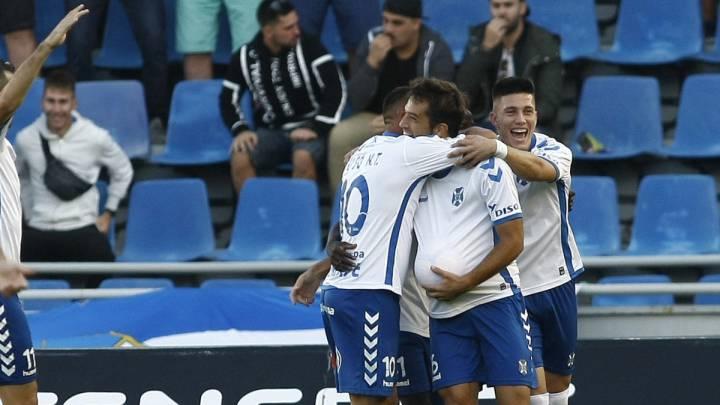 El Tenerife celebra el 1-0 de Aitor Sanz ante el Huesca.