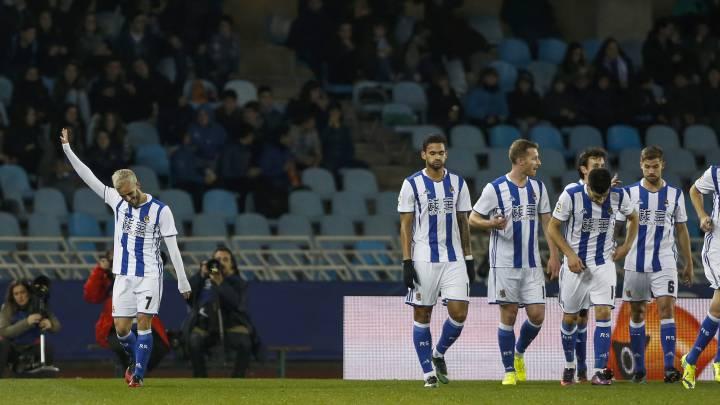 El jugador de la Real Sociedad, Juanmi Jiménez, celebrando su gol ante el Real Valladolid, durante el partido de vuelta de dieciseisavos de final de la Copa del Rey de fútbol.