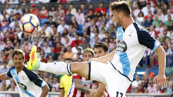Borja Valle durante el partido en el Calderón entre el Atleti y el Dépo