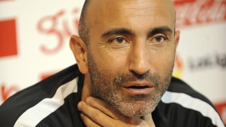 El ya exentrenador del Sporting de Gijón, Abelardo, en rueda de prensa.