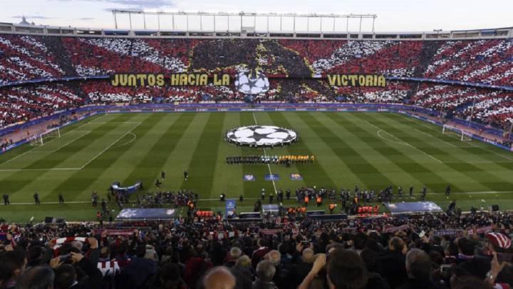 Lleno en el Vicente Calderón en un partido contra el Barcelona.