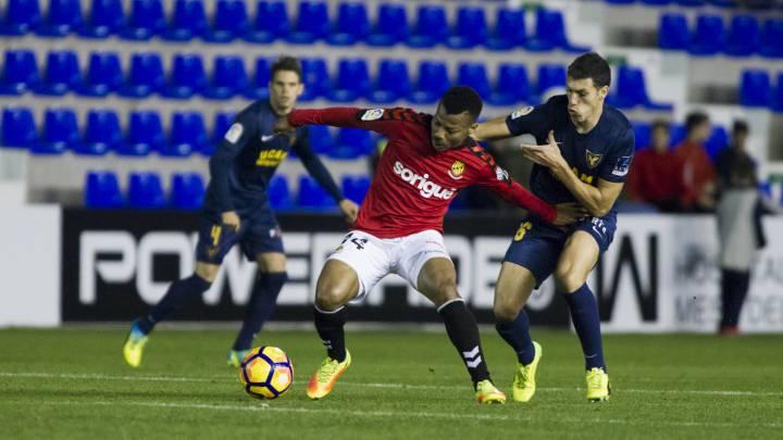 Uche ante el UCAM Murcia, sancionado con un partido de Segunda.