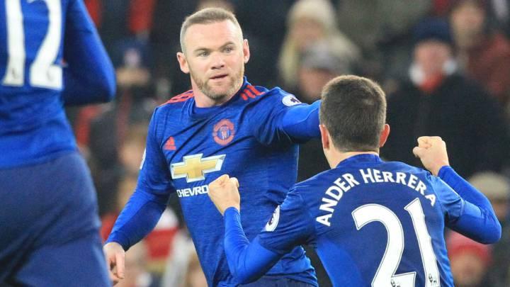 Rooney supera a Charlton y rescata al United en el 94\'
