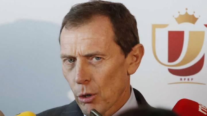 El director de Relaciones Institucionales del Real Madrid, Emilio Butragueño, atiende a los medios de comunicación tras el sorteo de los cuartos de final de la Copa del Rey 2016-2017.