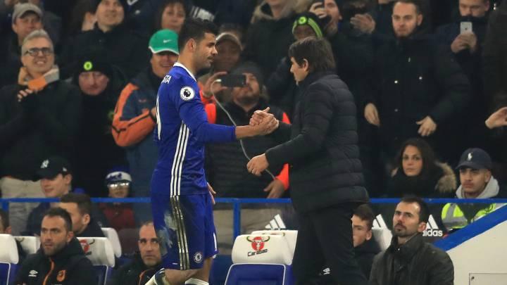 Antonio Conte y Diego Costa durante el partido de Premier entre el Chelsea y el Hull City