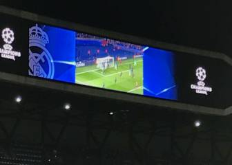Bernabéu entertains fans with highlights of PSG's Barça rout
