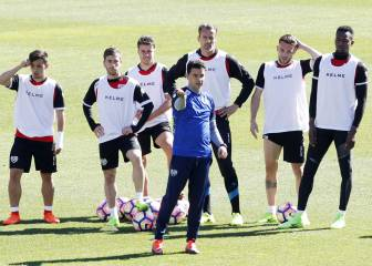 Vallecas recibe hoy a Michu en una final por la permanencia