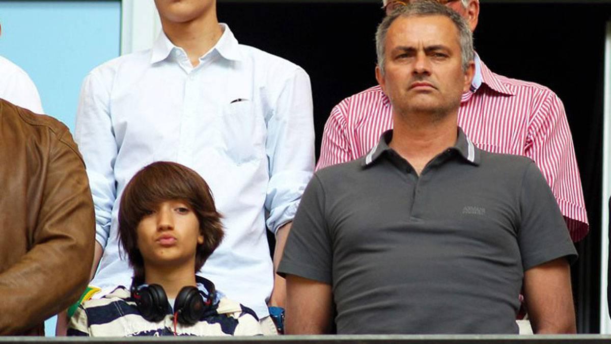 Con 16 años, el hijo de Mourinho prepara informes para el Manchester United