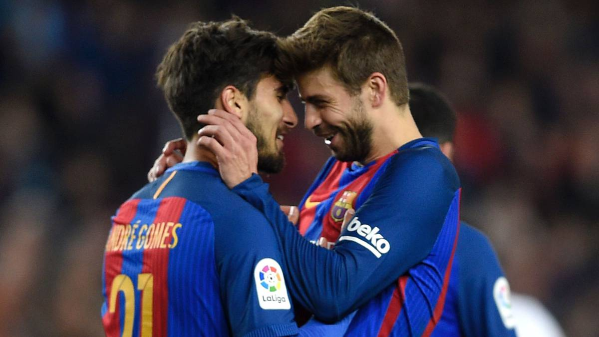 Barcelona's Portuguese midfielder Andre Gomes (L) celebrates with Barcelona's defender Gerard Pique (R) after scoring a goal during the Spanish league football match FC Barcelona vs Valencia CF at the Camp Nou stadium in Barcelona on March 19, 2017.