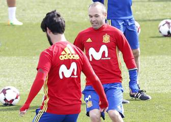 Iniesta with a wink in Isco's direction: