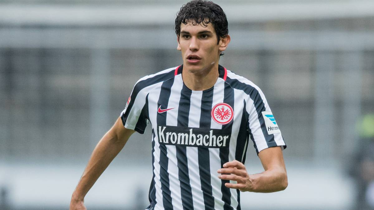 Jesus Vallejo of Frankfurt controls the ball during the Bundesliga match between Eintracht Frankfurt and Bayern Muenchen at Commerzbank-Arena on October 15, 2016 in Frankfurt am Main, Germany.