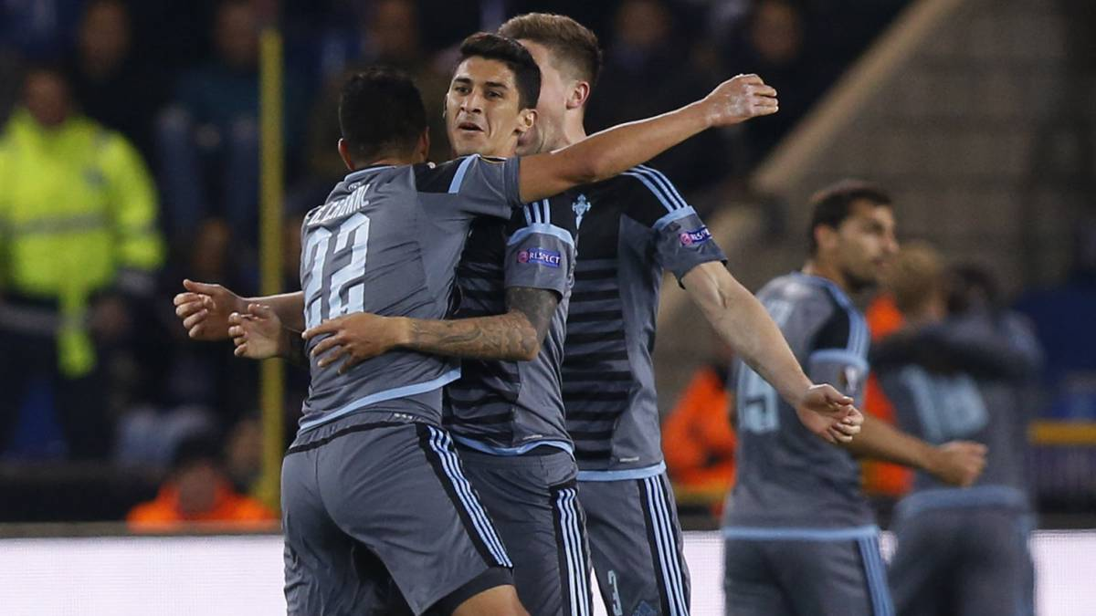 Celta Vigo players celebrates after Pione Sisto scores their first goal.
