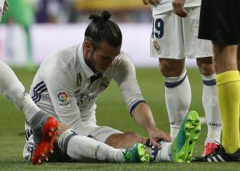 Bale lasts just 35 minutes in Clásico before calf injury flares