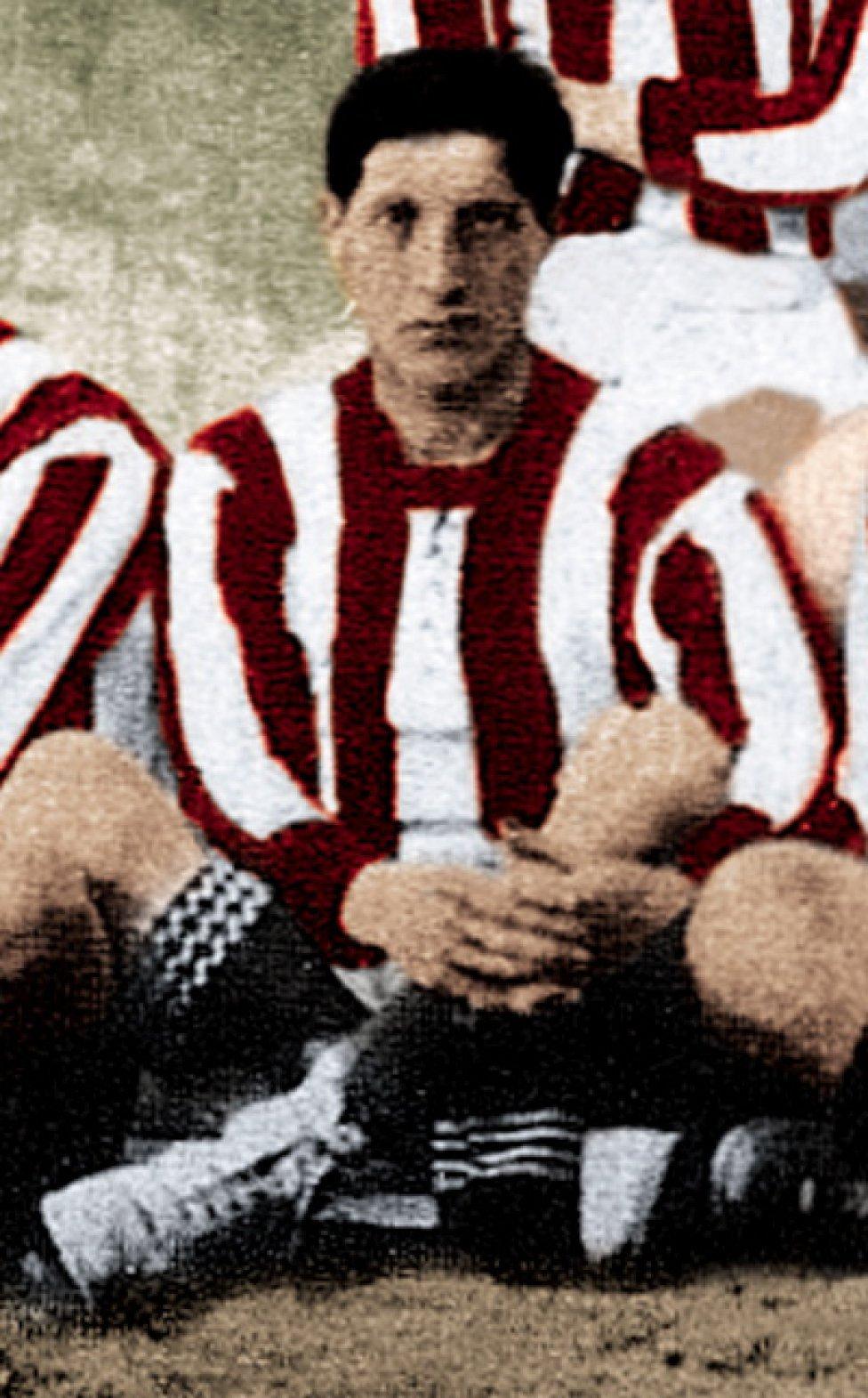 Belaunde fue jugador rojiblanco entre 1910 y 1915. Pasó la temporada siguiente (1915/1916) en el Real Madrid.