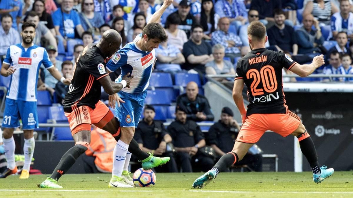 Valencia se impone a domicilio al Espanyol de Diego Reyes