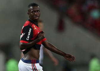 Real Madrid target Vinicius signs new deal with Flamengo