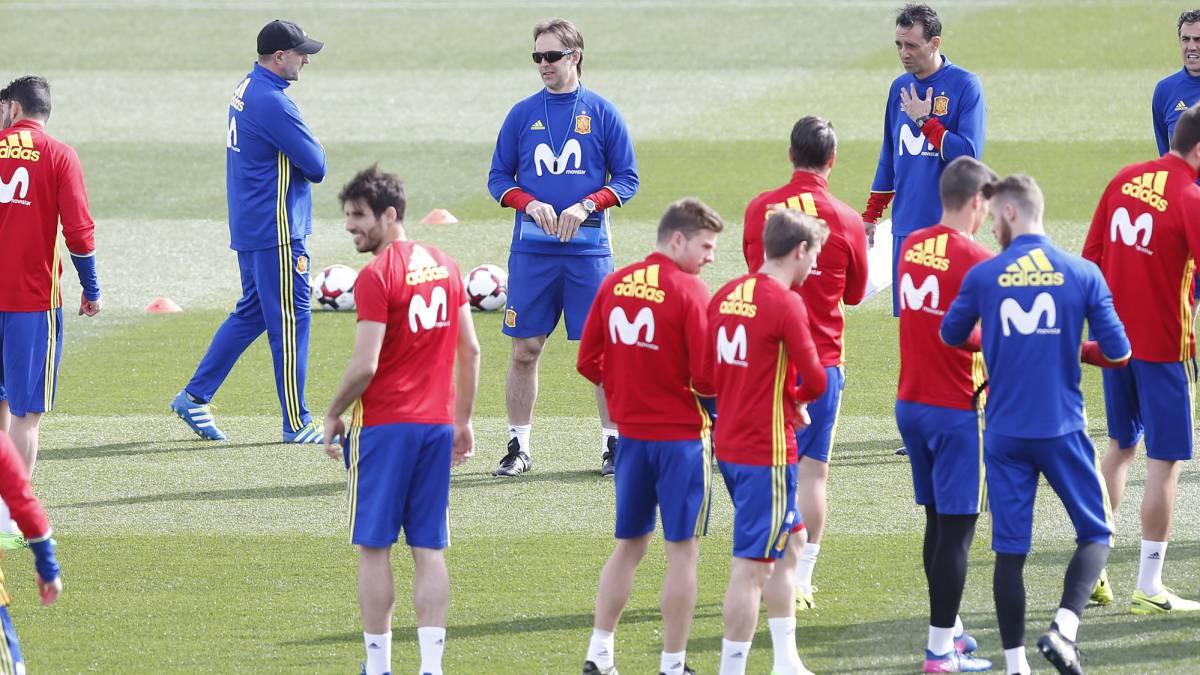 Julen Lopetegui durante un entrenamiento con la Selección en Las Rozas.