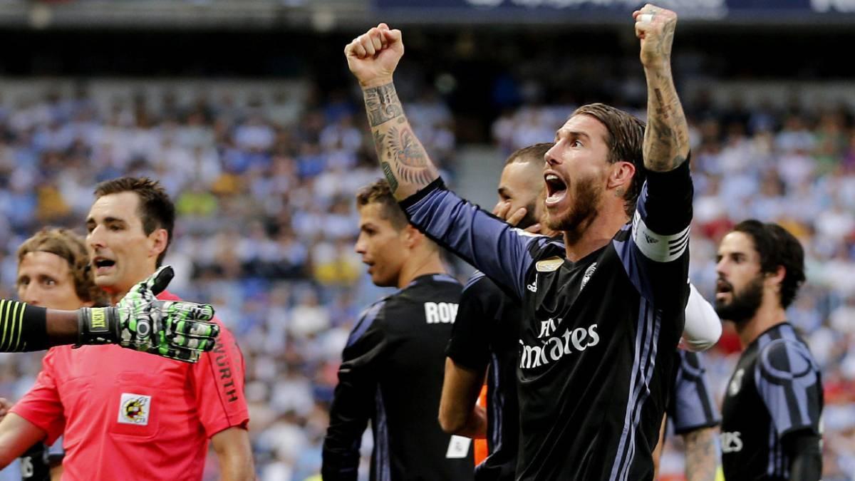 Isco besa a Ramos en festejo del Madrid
