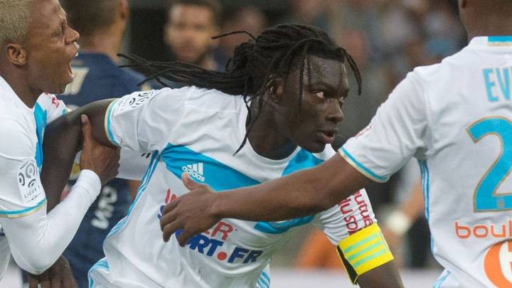 Olympique de Marseille\'s French forward Bafetimbi Gomis (C) is congratulated by Cameroonian forward Clinton Njie (L) after scoring during the French L1 football match Olympique de Marseille vs Bastia on May 20, 2017 at the Velodrome stadium in Marseille, southern France.