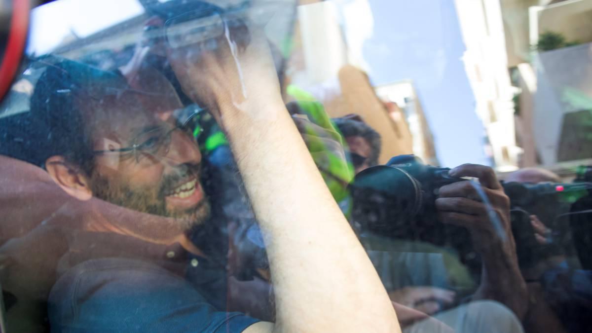 Del cielo al infierno, dictan prisión sin fianza a expresidente del Barça
