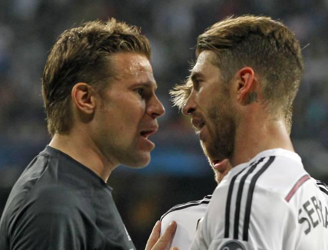 Felix Brych y Sergio Ramos.