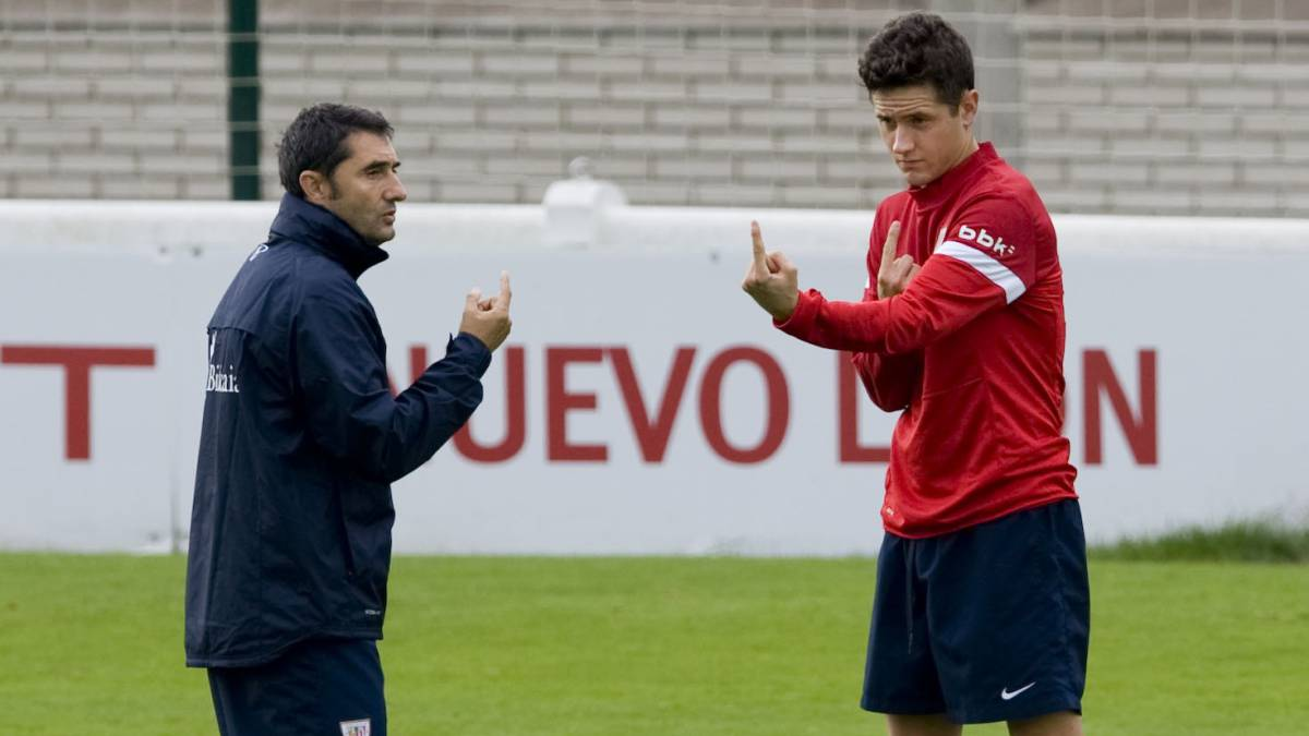 Barcelona hires former player Ernesto Valverde as its coach